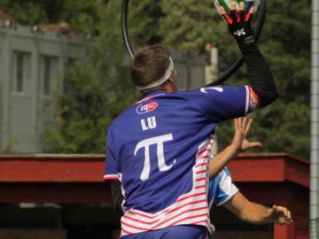 Dans un an ou deux, Antoine Luppi, poursuiveur de l'équipe de France, ne pourra plus jouer avec ce maillot et son astucieux jeu de mots Photo Agathe Sitbade
